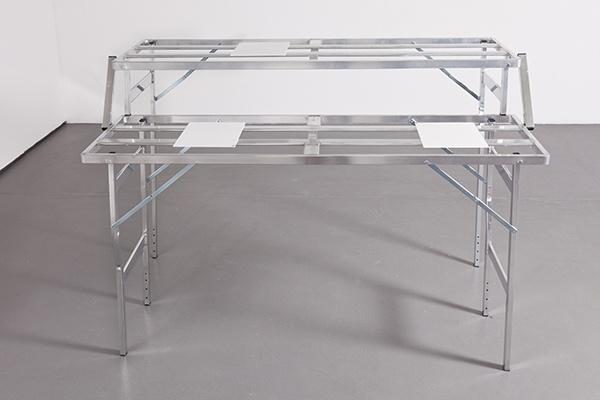 018-Emanuele-Marcuccio-Desk